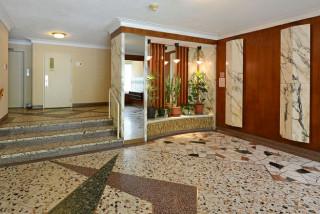 Disp. Oct  Impeccable  3 1/2 NDG Appartements Brasilia