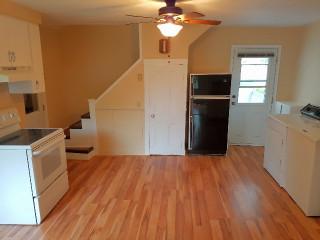 650$ 4 ½ sur deux étages à côté du cégep de Sherbrooke
